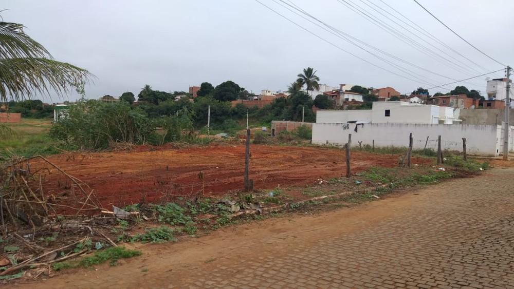Terreno 30x25 em Caculé