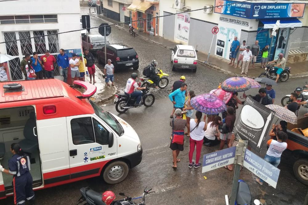 Acidentes como o de hoje têm sido comuns no cruzamento da principal avenida da cidade. Foto: Aloísio Costa @aloisiocostabombom