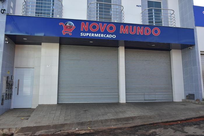 Funcionários teriam percebido a ação dos bandidos e fecharam as portas antes do assalto. Foto: Aloísio Costa.
