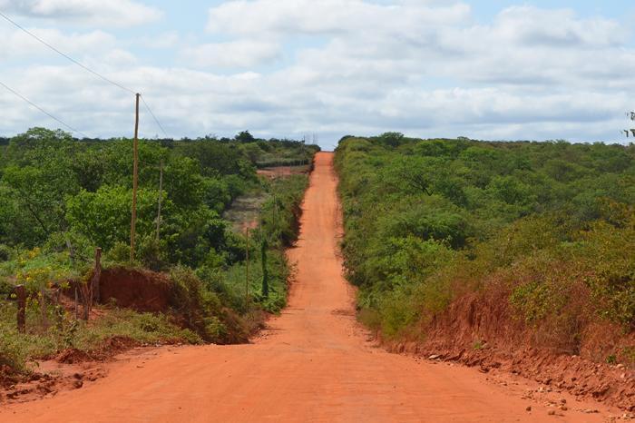 Trecho de aproximadamente 50km da BA-617 que liga Caculé a Condeúba. Foto: Aloísio Costa.