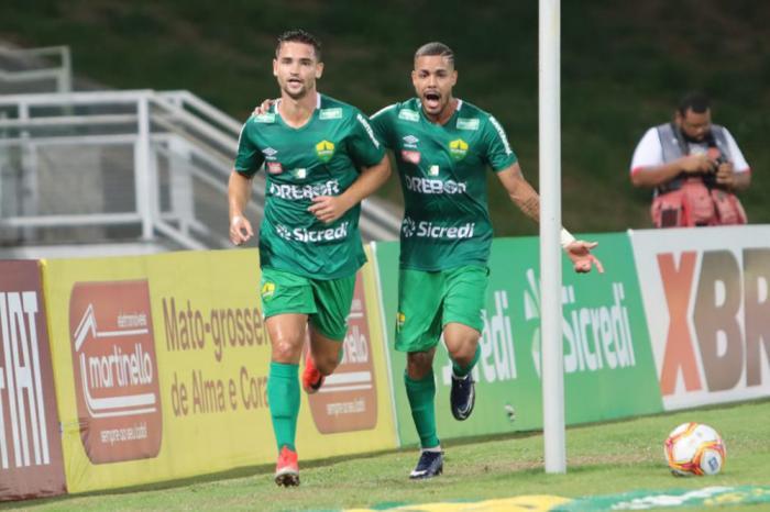 Arthur Caculé faz dois gols na vitória do Cuiabá por 4x0 sobre o Sinop