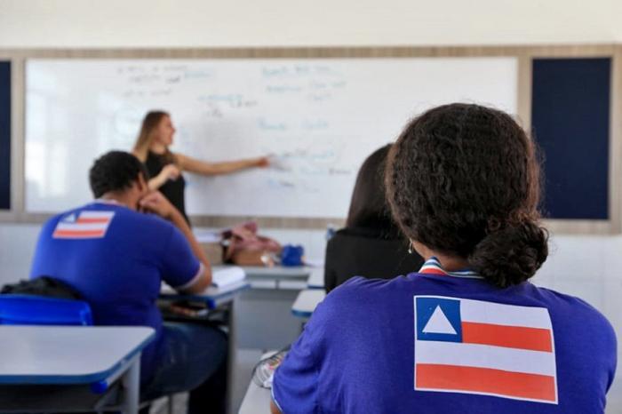 De acordo com a APLB, não se sabe ao certo quantos professores foram atingidos mas as denúncias de descontos chegam a todo momento.