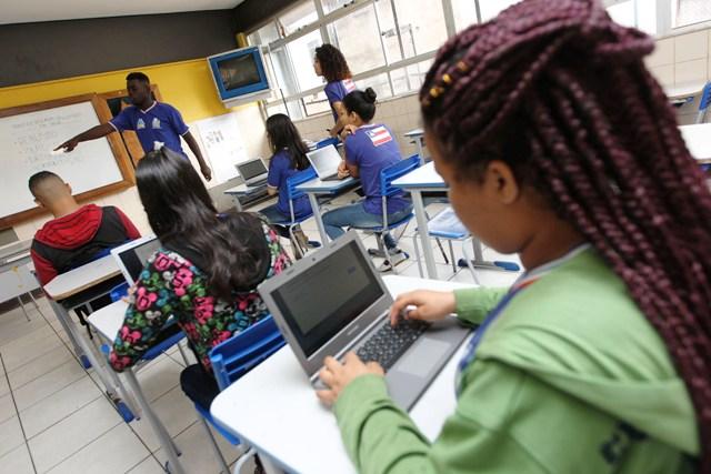 Os monitores são acompanhados por professores supervisores e coordenadores pedagógicos.