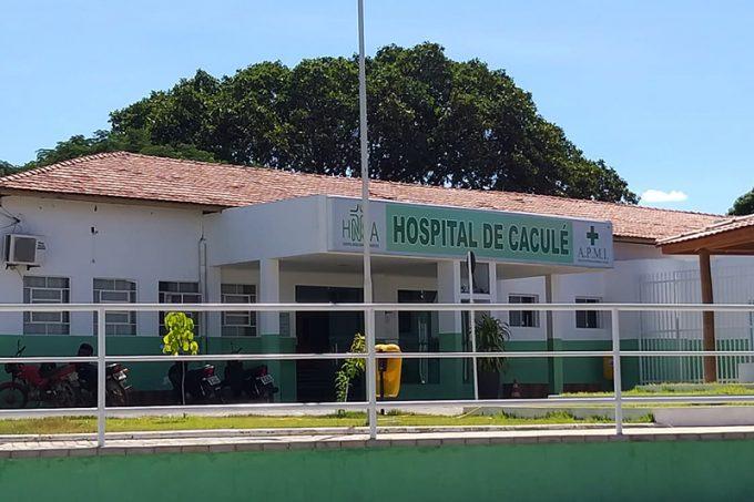 O corpo de Edvan Ataíde foi encaminhado para o Hospital Nossa Senhora Aparecida, em Caculé. Foto: Aloísio Costa.