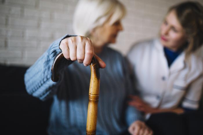 Pessoas com 60 anos ou mais formam o principal grupo de risco da doença.