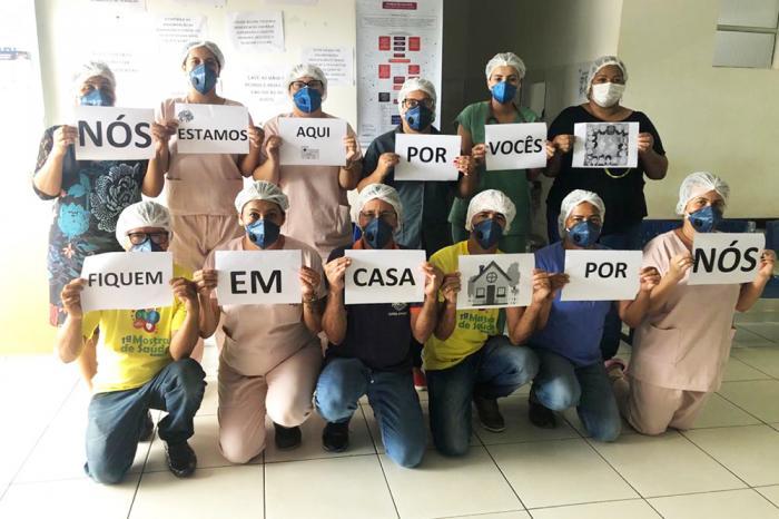 A imagem representa como tem sido o trabalho e o esforço dos profissionais de saúde que têm se dedicado ao máximo na prevenção e no tratamento das pessoas contaminadas com o coronavírus (COVID-19).