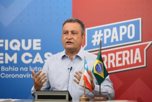 O governador Rui Costa confirmou, em entrevista ao Isso é Bahia desta quinta-feira (30), que a gestão estuda um conjunto rigoroso de protocolos para evitar a contaminação dos estudantes e funcionários no retorno às aulas.