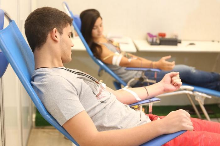 """""""O Brasil fez história hoje derrubando uma portaria discriminatória e sem base científica que proibia a doação de sangue por pessoas LGBT."""