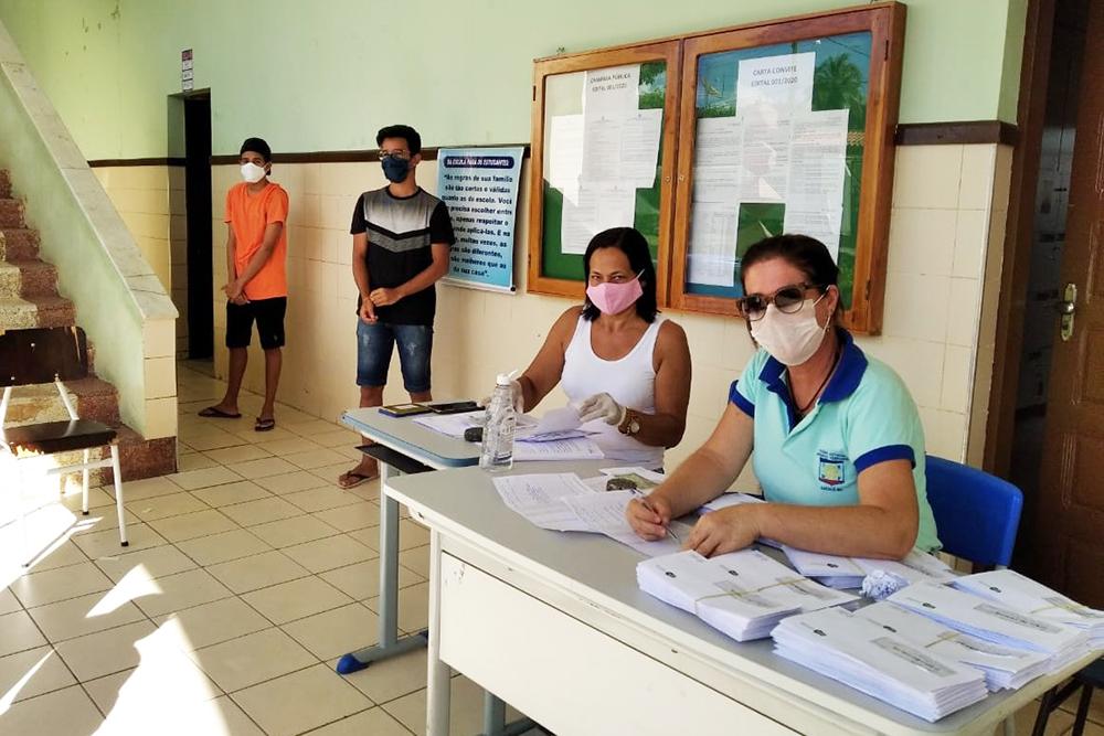Ao todo são 800 mil estudantes beneficiados com o vale e o cartão-alimentação, em todos os 417 municípios da Bahia.