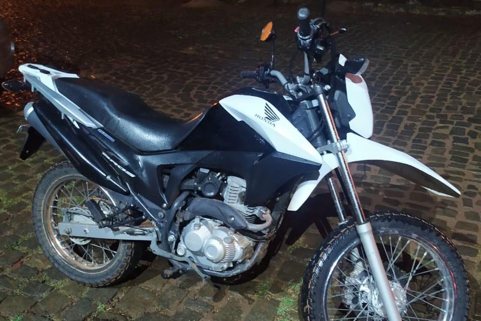 Agentes da Polícia Militar recuperam Honda Bros furtada na tarde de hoje em Caculé