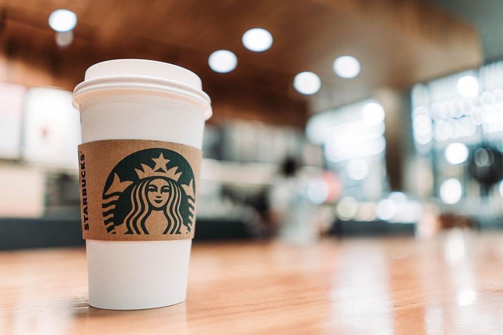 Gigantes como Starbucks, Coca-Cola, Unilever e Diageo suspenderam publicidade nas redes sociais